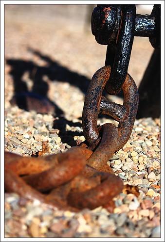 Rusty Chain   by Iguanasan
