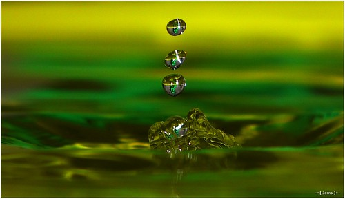 color macro green water field drops refraction depth hs10 hs11 pnsers