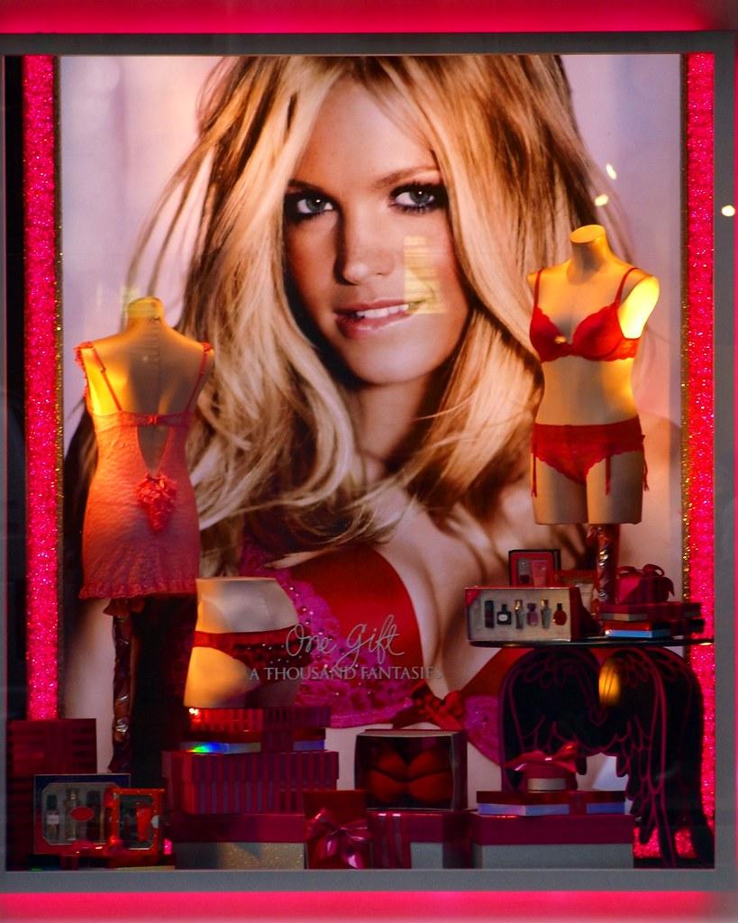 Victorias Secret 2010 Holiday Window Display Upper East Flickr