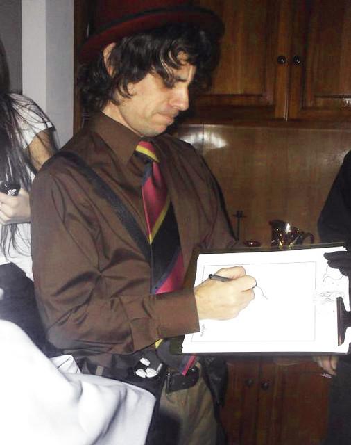 Marcelo Guerra dibujando en fiestas