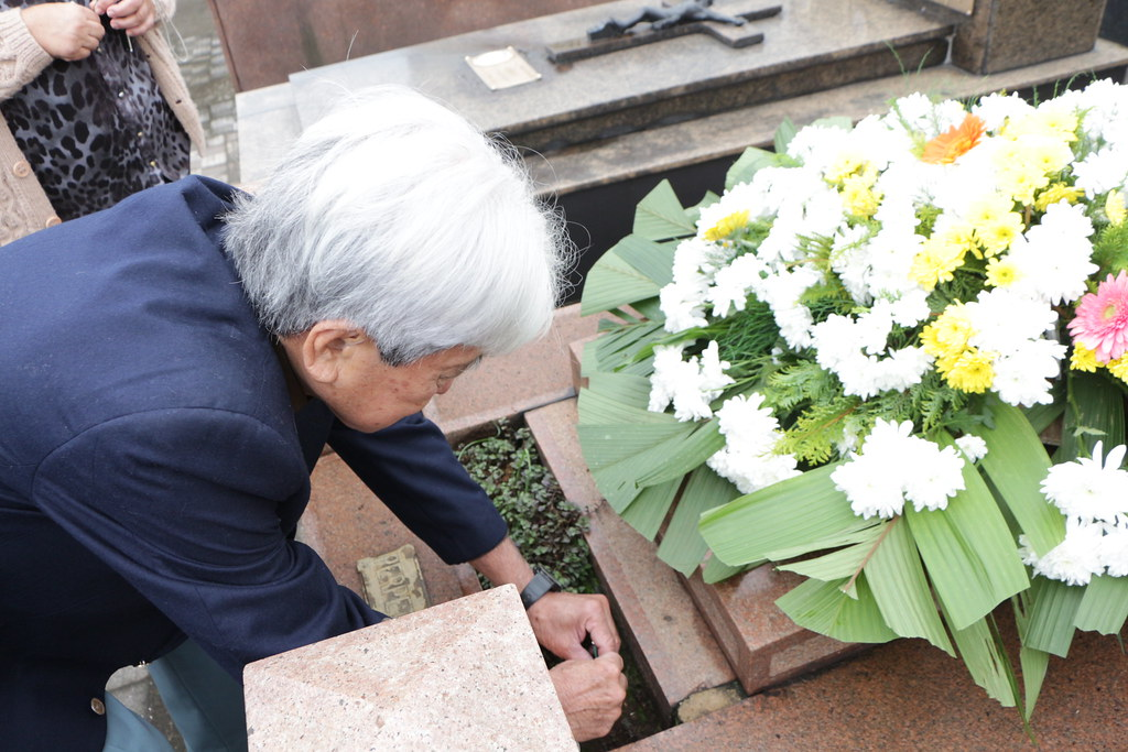 Homenagem no túmulo do intérprete Sakae Mine - Aniversário de 108 anos da Imigração Japonesa