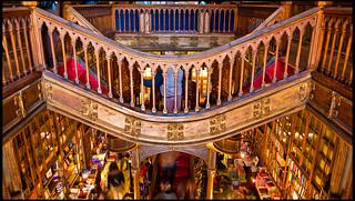 Interior de la librería Lello | by guillenperez