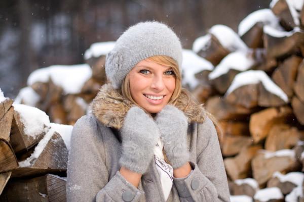 Frau im Winter drauflen