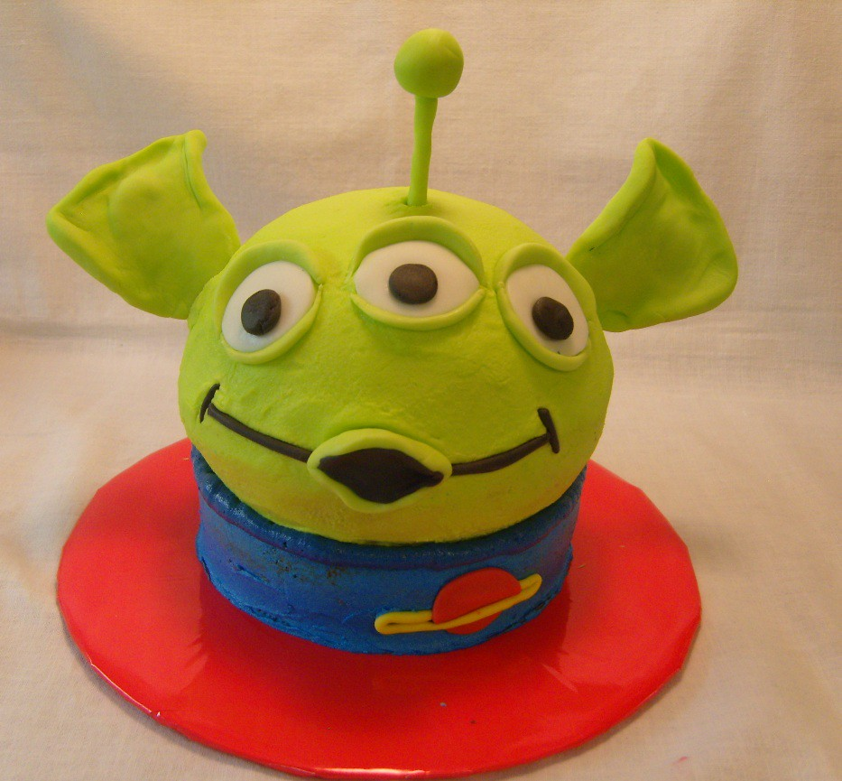 Tremendous Alien Birthday Cake Ruth Cropper Flickr Funny Birthday Cards Online Elaedamsfinfo