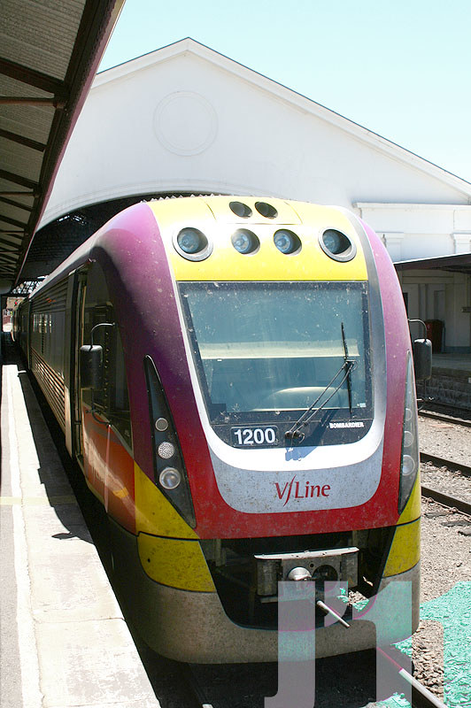 1200 in the new livery @Ballarat ~03.01.11 by James 460