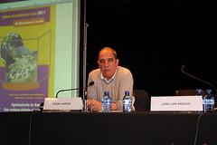 Un momento de la conferencia ofrecida por Miguel Santos en ias VII. edición de la Jornadas de Desarollo Local 2011, de Ermua