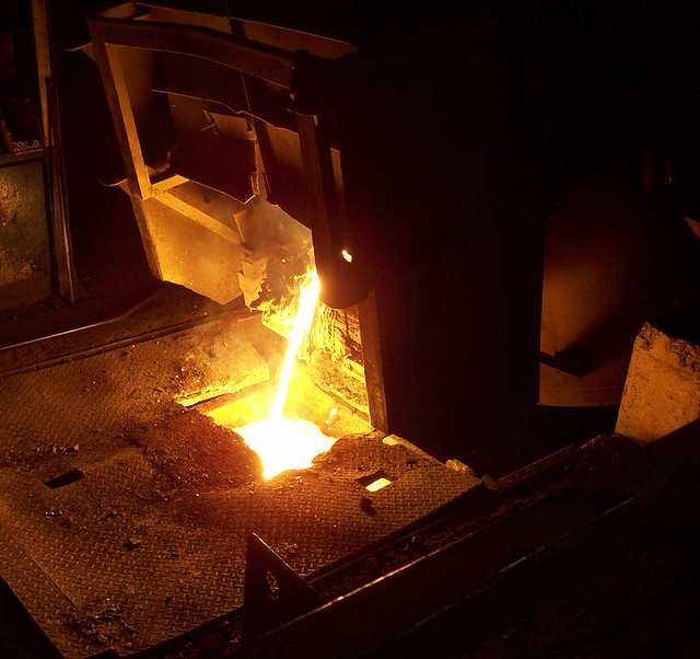 Removing slag from the arc furnace
