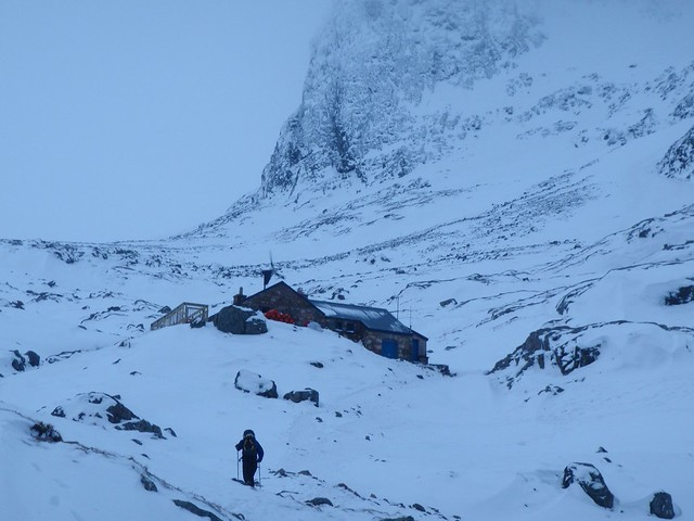 Tue, 2011-02-22 08:36 - The sky line is Nort-East Buttress, Ben Nevis.  Ed is approaching.  All the snow around here melted the following day.
