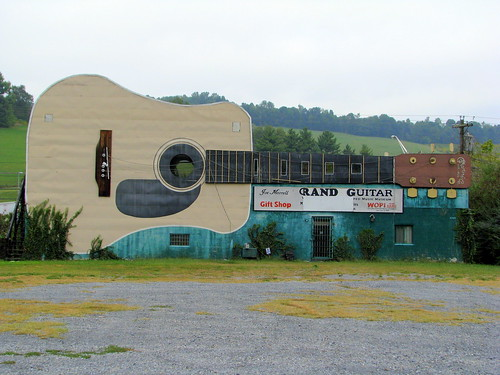 World's Largest Guitar - US11W view