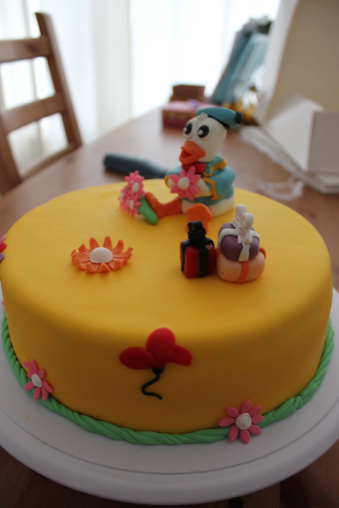Incredible Donald Duck Cake A Birthday Cake Made For Isa On Her 8Th B Flickr Funny Birthday Cards Online Elaedamsfinfo