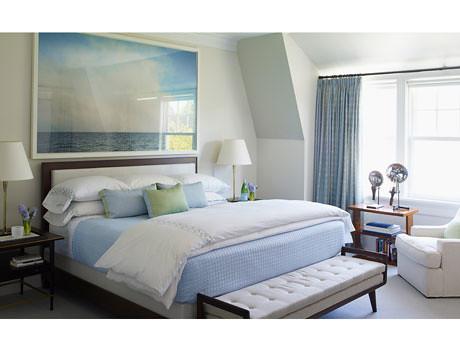 Perfect blue + white bedroom: Art Deco + Paul McCobb table ...