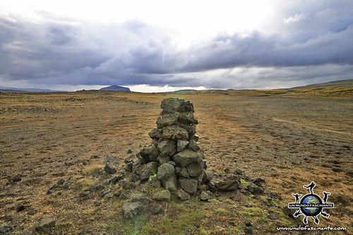 Carretera 30 de camino a Landmannalaugar, Islandia. | by evamundo.viajes