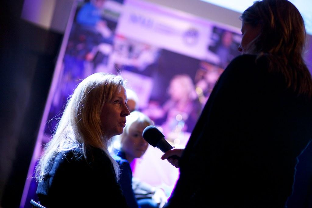 Arda Gerkens bij de NVJ Freelance discussie avond over de toekomst van freelancers.