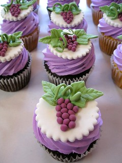 fondant-winery-themed-grape-leaves-wine-cupcakes.jpg | by katiskupcakes