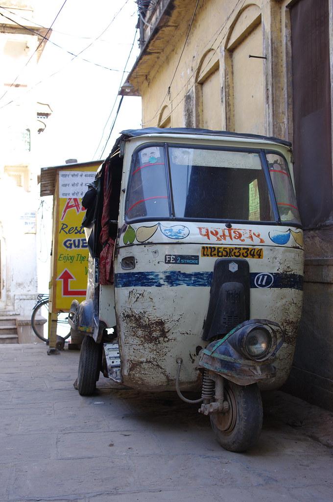 Broken auto rickshaw | Varanasi,India | KE6PZH | Flickr