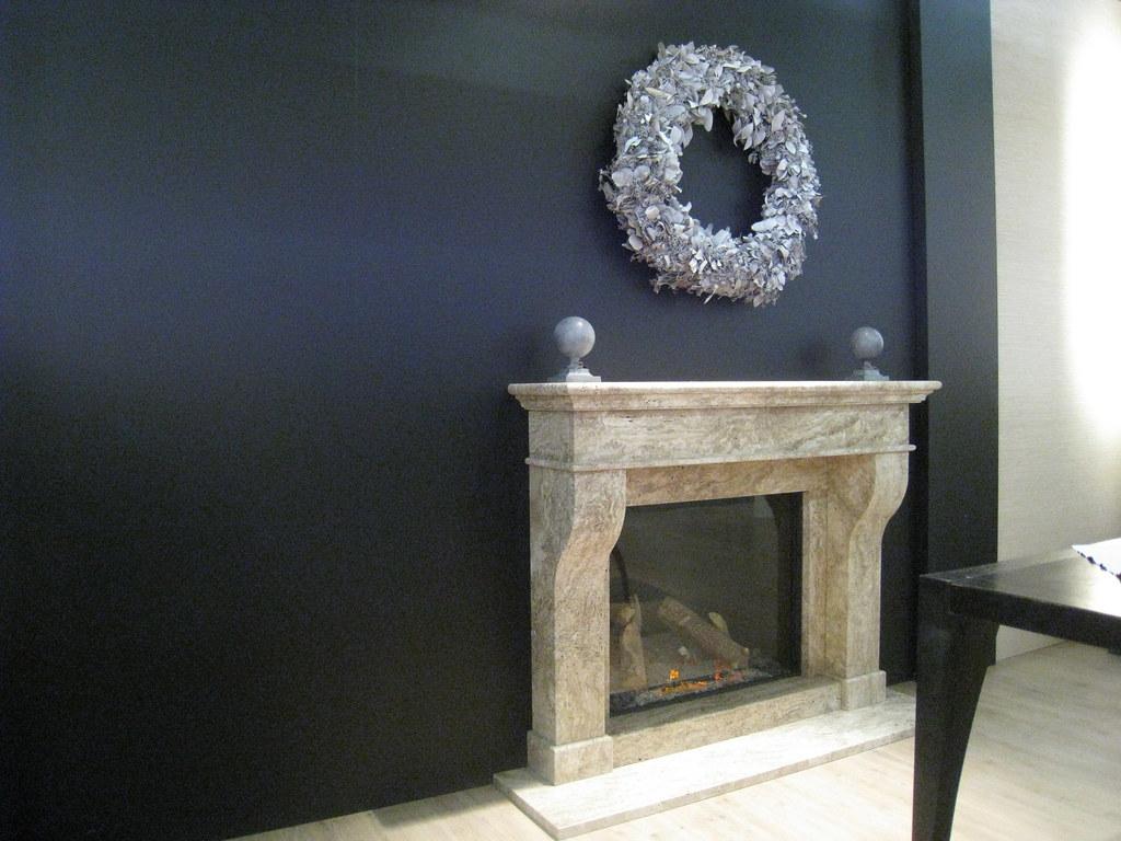 Chimenea de Gas Fairo 75 y revestimiento marmol gris oliva.