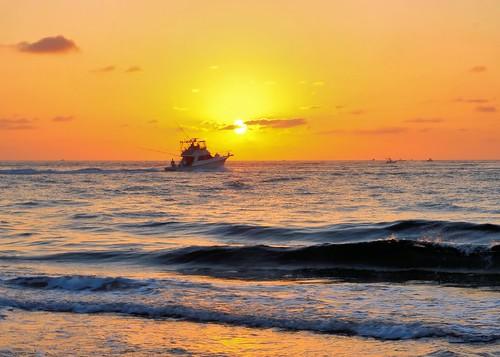 ocean sky sun sunrise boat surf day waves florida photoart atlanticocean boyntonbeach oceaninlet oceaninletpark shacklefordphotoartcom shacklefordphotoart donnieshackleford pwpartlycloudy