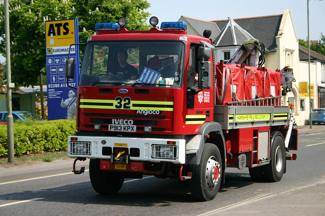 P913KPX Hampshire Fire & Rescue Services