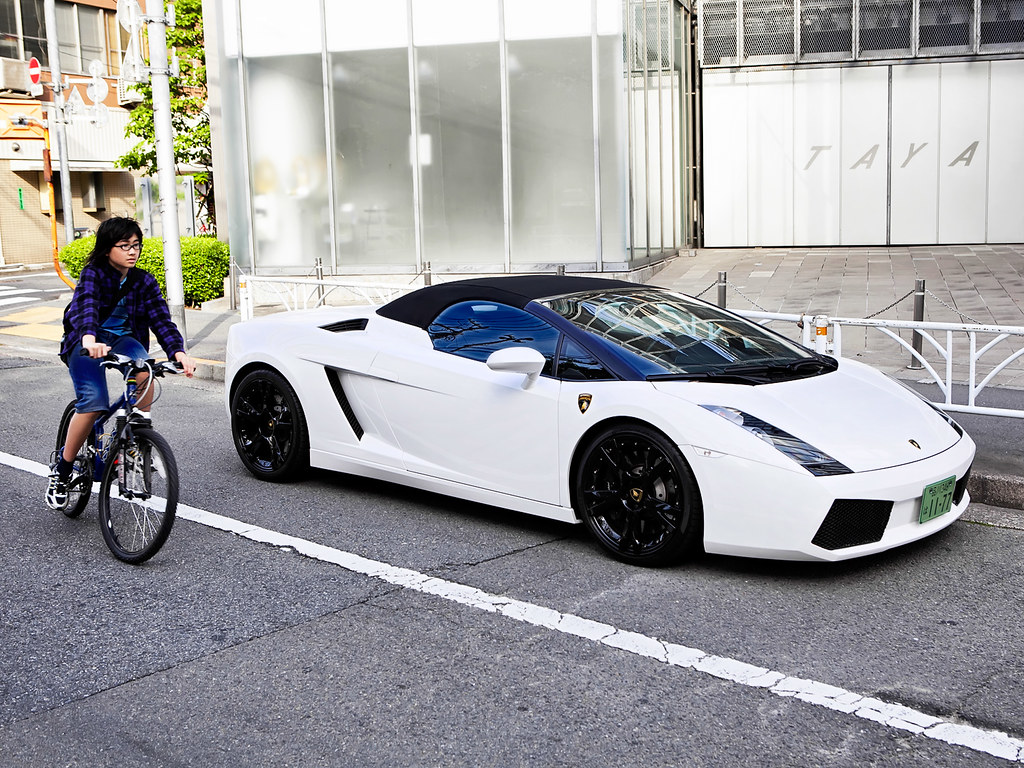 Lamborghini Vs Bike In Harajuku Looks Like They Might Be Flickr