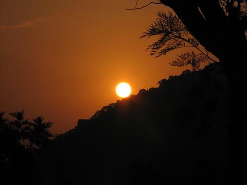 travel sun sunrise canon hills tamilnadu valparai canons2is