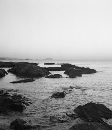 sea blackandwhite 120 6x6 tlr water sunrise mediumformat coast spain rocks fuji ishootfilm neopan400 mpp microcord elcalon