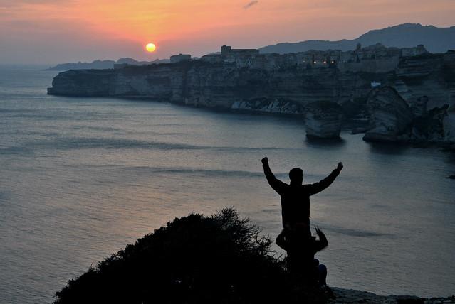 Celebrant la posta de sol a Bonifacio