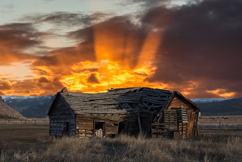 mountains broken composite sunrise landscape utah cabin experiment falling oldhouse morgan sunrays brokendown oldbarn oldhome lightpaint grassyfield veryoldhouse henefer d7100