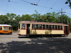 日, 2011-06-26 13:13 - The Shore Line Trolley Museum 手前:Car 2001 (Montreal) 左奥:Car 357 (Johnstown, PA)