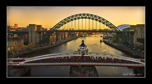 newcastleupontyne swingbridge tynebridge milleniumbridge thesage thebaltic rivertyne sunrise cityscape outdoor photoborder river water buildings bridge riverside quayside gateshead 2011 views3k