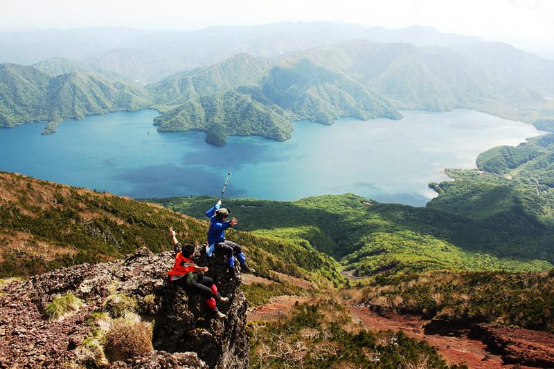 男体山から中禅寺湖