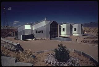 Modular solar-heated house built near Corrales, New Mexico, features interconnected units of aluminum with a urethane inner core as insulation..., 04/1974