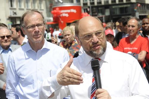 Martin Schulz und Eugen Freund werben am Stephansplatz für Kurswechsel am 25. Mai | by SPÖ Presse und Kommunikation