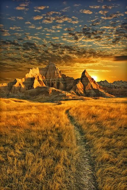 amazing badlands sunrise - badlands national park, south dakota