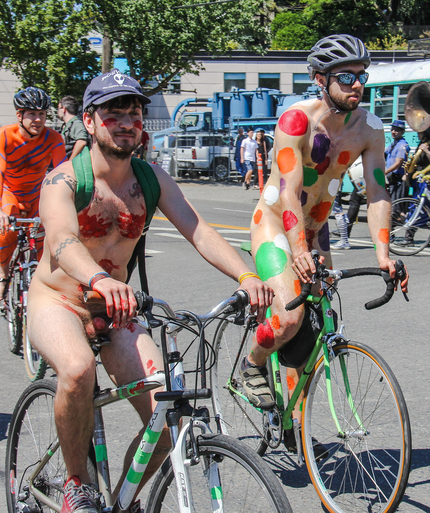 File:Fremont naked cyclists 2007 - 13.jpg - Wikimedia Commons