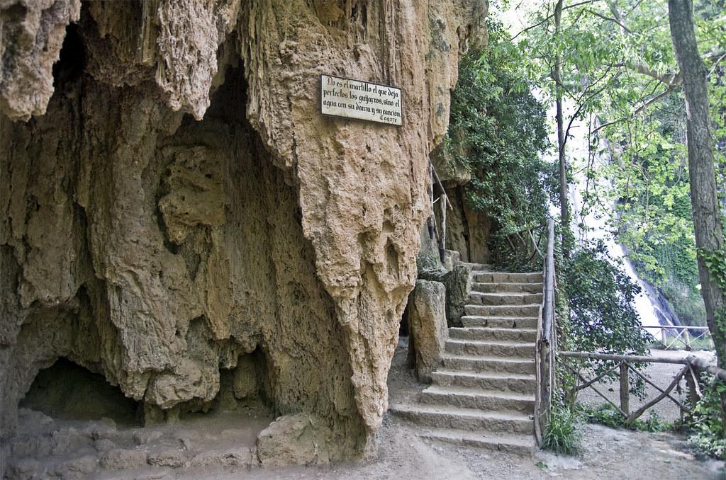 Resultado de imagen de grutas del artista monasterio de piedra