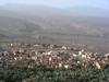 Al-Hamra, v horách vzadu schovaný Misfat, foto: Petr Nejedlý