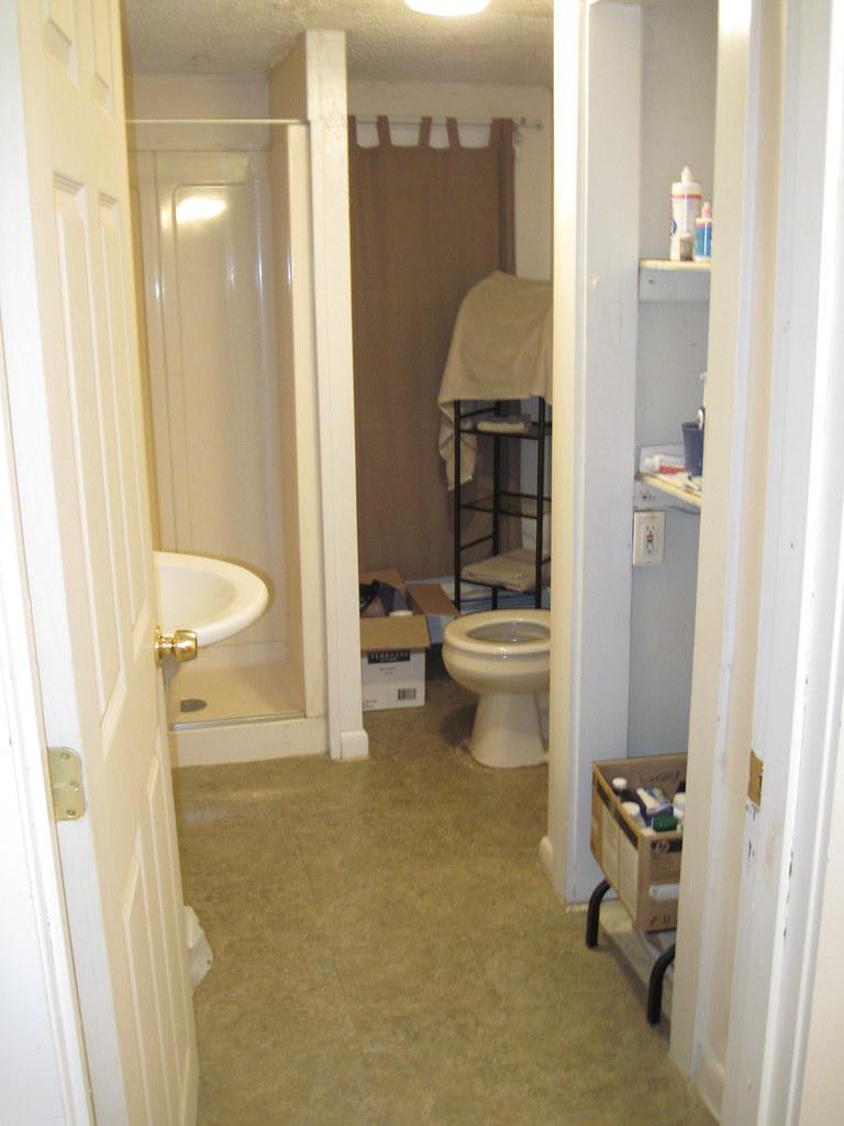 2nd Floor Bathroom Nasty Stick Tiles Popcorn Ceiling Wit Flickr