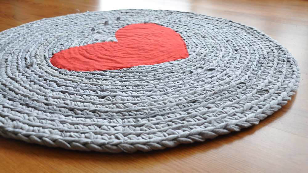 Round Heart Upcycled Tshirt Rug Crocheted With Yarn Hand C Flickr