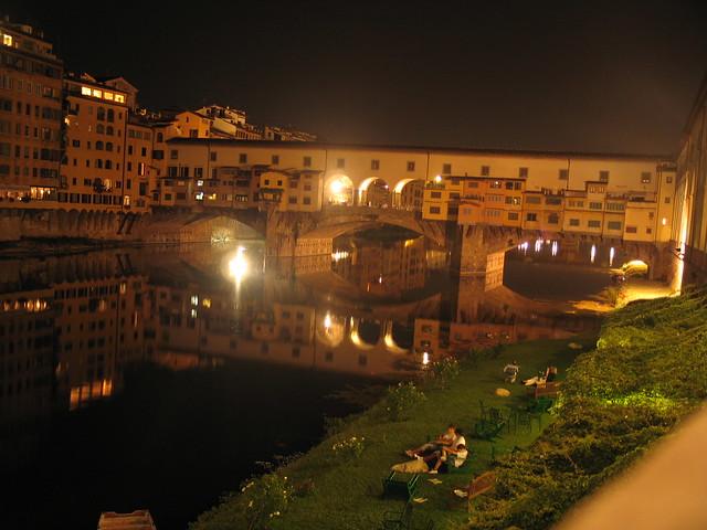 El puente veccio en una noche de verano