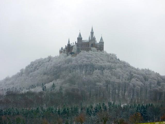 Wintermärchen -Burg Hohenzollern im Schnee  - 1/404