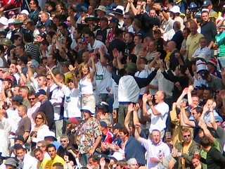 Edgbaston 2005 - Eng v Aus - Day 3 - Girl in the Crowd - For Boxing Day 2010 | by Gareth1953 All Right Now