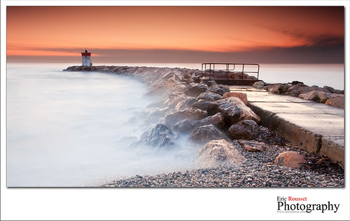 longexposure winter sea mer lighthouse seascape france sunrise canon landscape photography rocks europe hiver wideangle côtedazur explore shore paysage phare canonef1740mmf4lusm waterscape slowshutterspeed frenchriviera villeneuveloubet 2011 baiedesanges provencealpescôtedazur singhray leefilter canoneos5dmarkii ericrousset leendgrad06 singhray3stopreversegndfilter