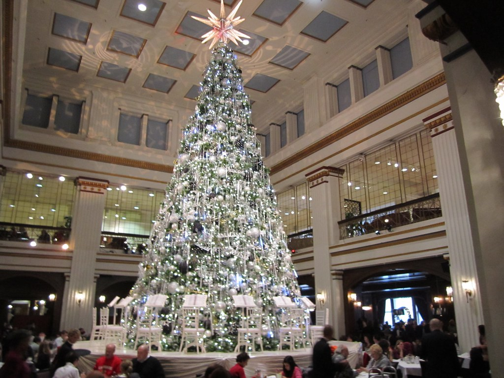 Macys Christmas Tree.Christmas Tree At Walnut Room Macy S Christmas Eve 2010