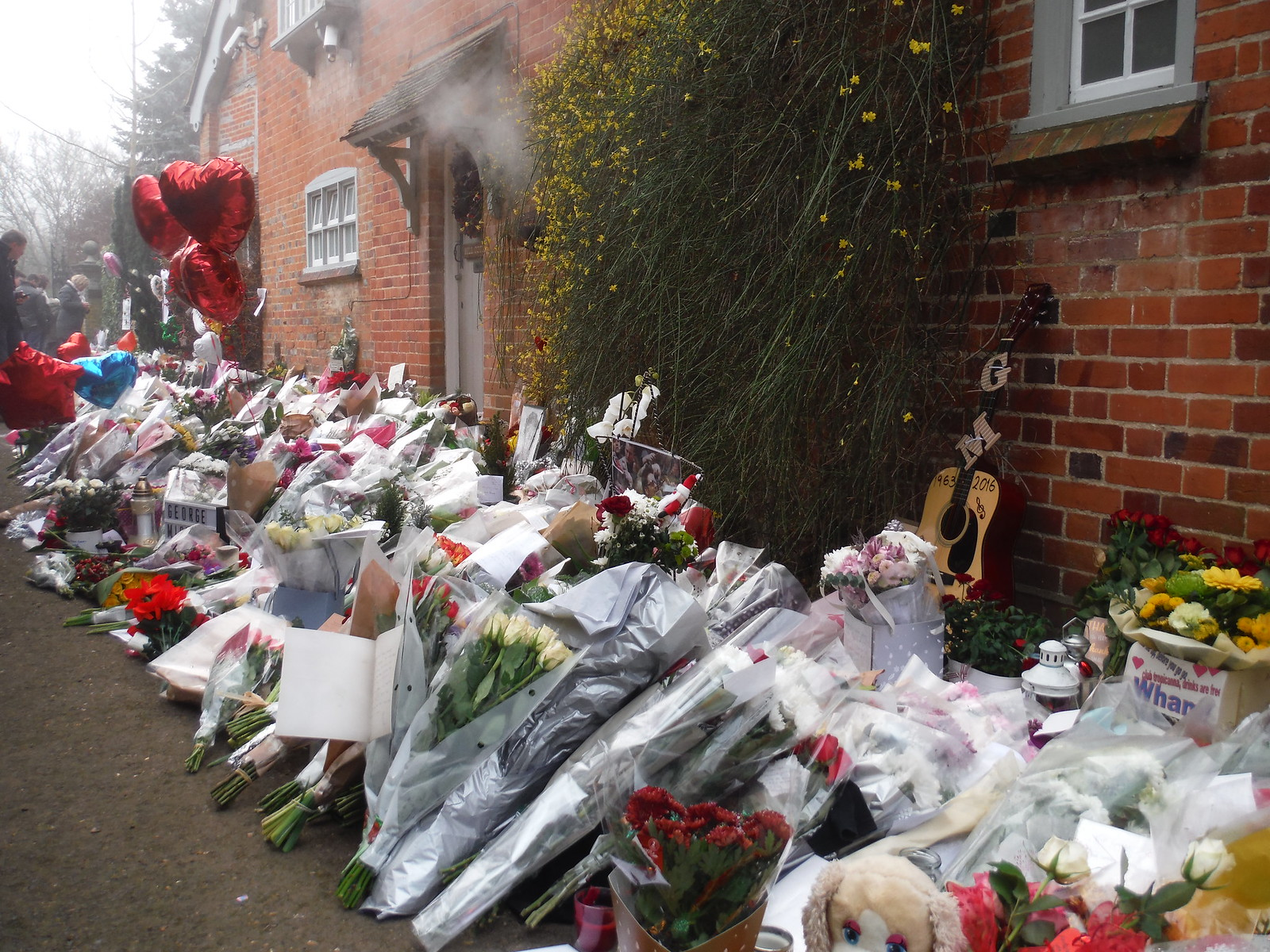 R.I.P. George Michael: Mill Cottage, Lock Approach, Goring-on-Thames SWC Walk 170 Pangbourne Circular via Goring-on-Thames