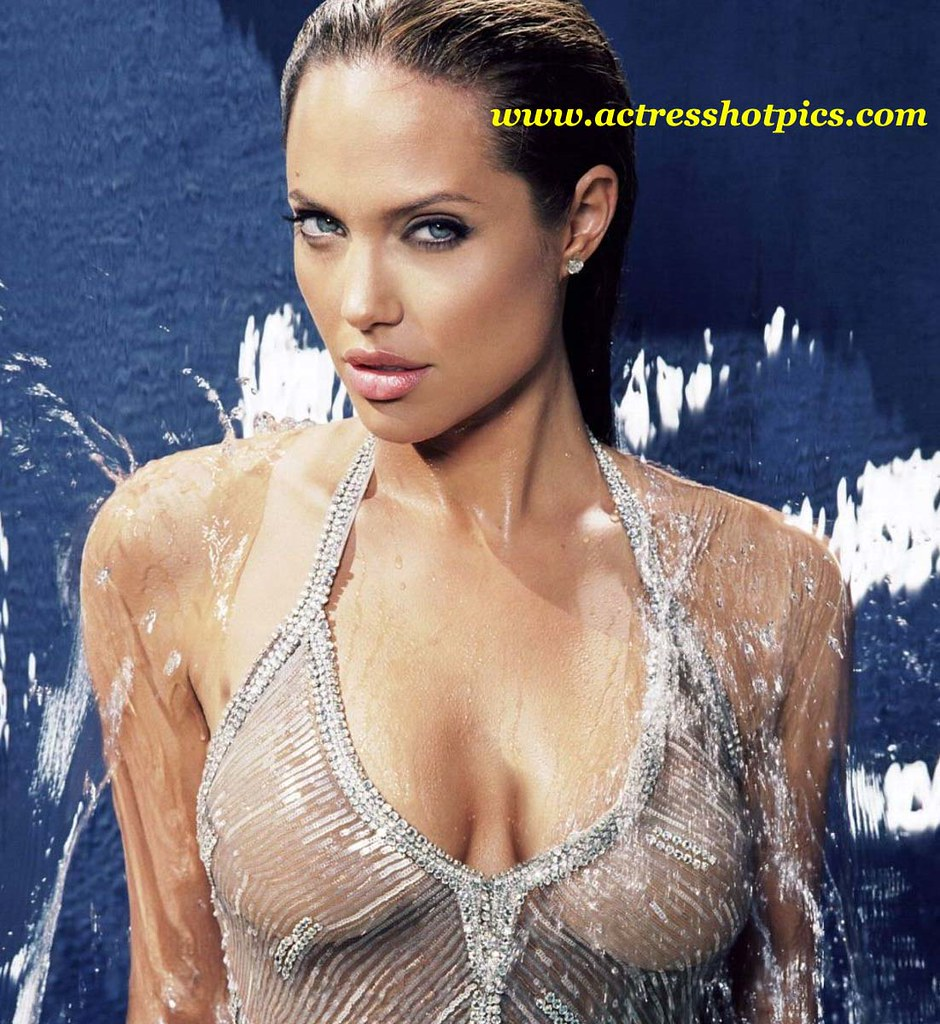 Angelina Jolie Sexy Pics hollywood-most-sexiest-heroine-angelina-jolie-hot-bathing