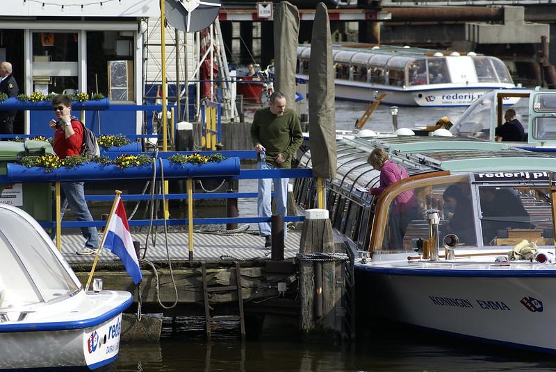 Rondvaartbootjes bij het Damrak