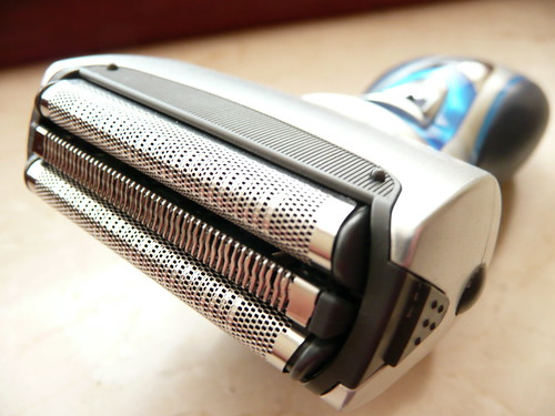 Cordless electric razor / shaver (Foil head razor) | by photosteve101