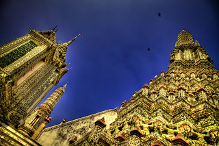 Wat Arun from the bottom. | by @yakobusan Jakob Montrasio