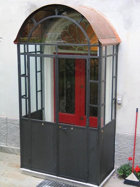Porta A Due Ante Con Vetro.Bussolotto Ante Porta Con Paratie A Vetri E Tetto In Rame Flickr