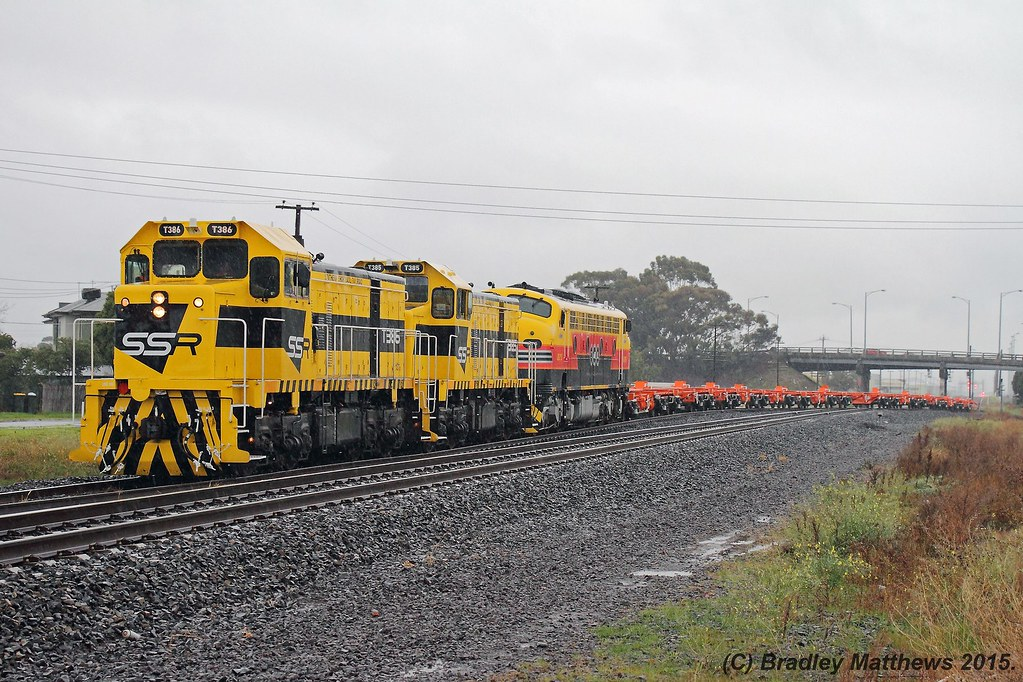 T386-T385-B75 with 9562 up empty SSR wagon transfer from McIntyre Sidings to Tottenham for run around, then to Bendigo just left McIntyre Loop (12/7/2015) by Bradley Matthews